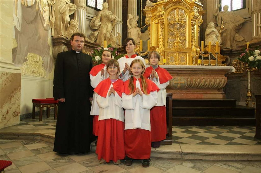 Dziewczynki służą do mszy! FOTO