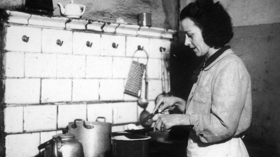 Kobieta gotująca