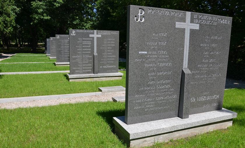 Odnowiony cemntarz Powstańców Warszawy