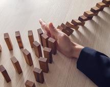 Inwestorzy często dokonują inwestycji bez zrozumienia związanego z nimi ryzyka, ponoszonych kosztów i możliwych strat