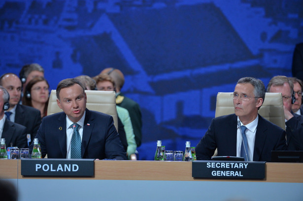 Prezydent RP Andrzej Duda oraz sekretarz generalny Sojuszu Północnoatlantyckiego Jens Stoltenberg w trakcie pierwszej Sesji Rady Północnoatlantyckiej w trakcie szczytu NATO na Stadionie PGE Narodowym