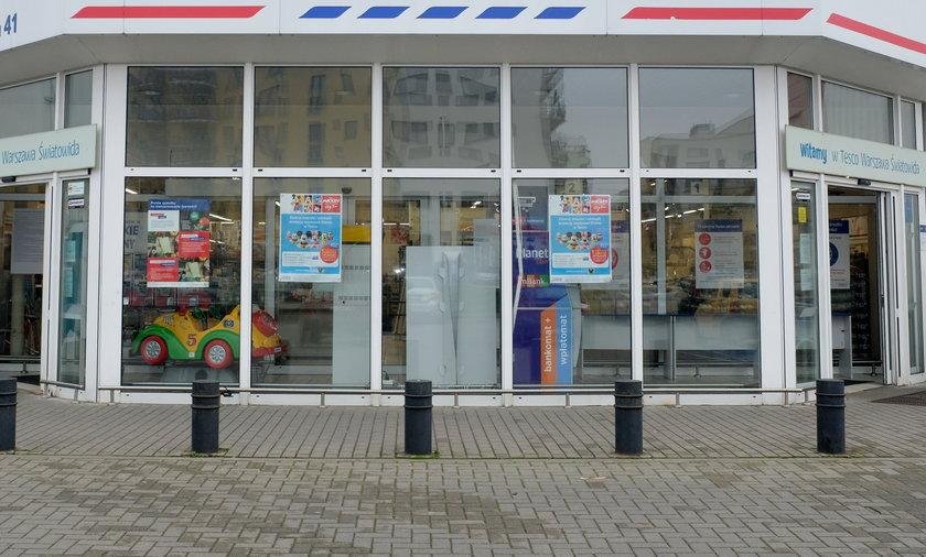 Tesco wycofuje się z Polski. W związku z tym w likwidowanym sklepie w Łodzi pojawiły się spore okazje.