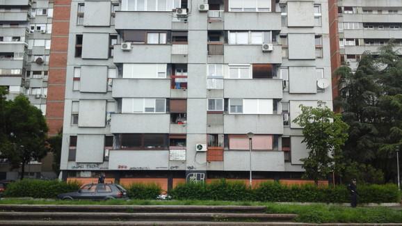 Zgrada sa koje je skočila starica