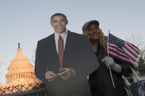 Kobieta oczekująca na ingaurację Obamy w Waszyngtonie.