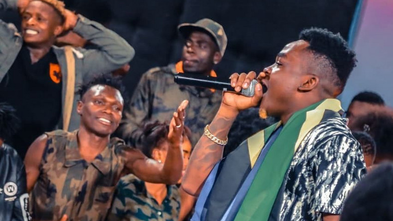 Tanzanian singer Aslay falls off stage while performing in Kisumu (Video)