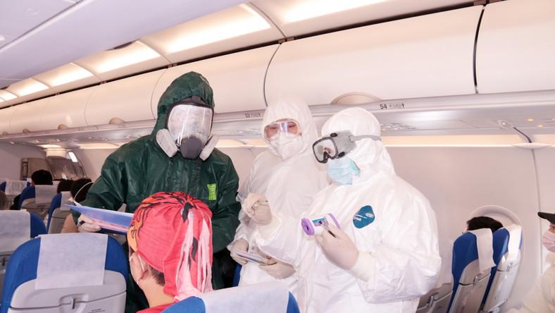 Sprawdzanie temperatury w samolocie