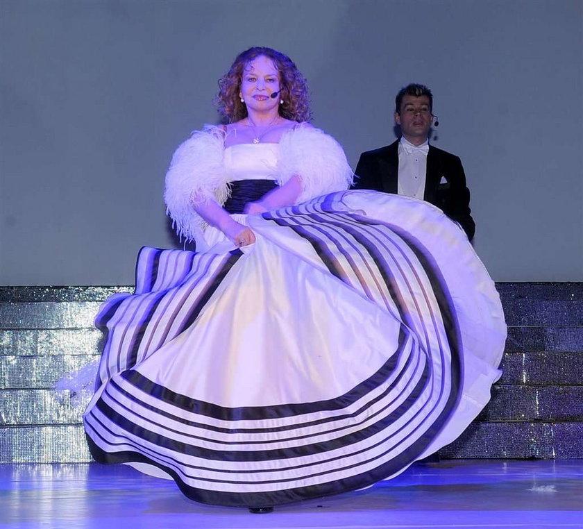 Polska tancerka. Czy krzyżyk pasuje do takiego dekoltu? FOTO