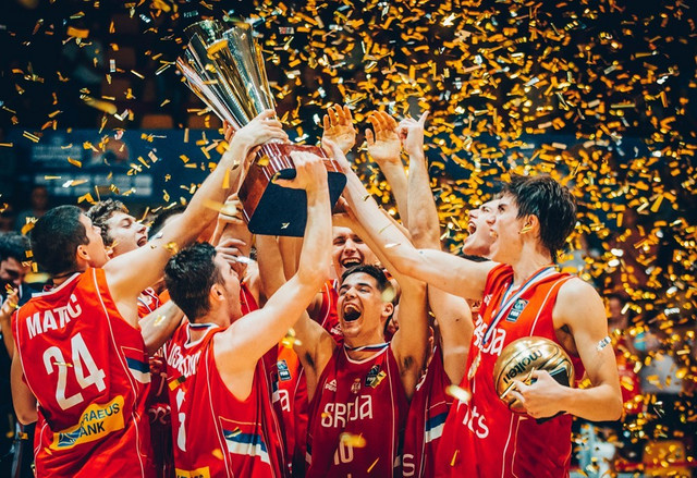Juniorska košarkaška reprezentacija Srbije slavi evropsku titulu