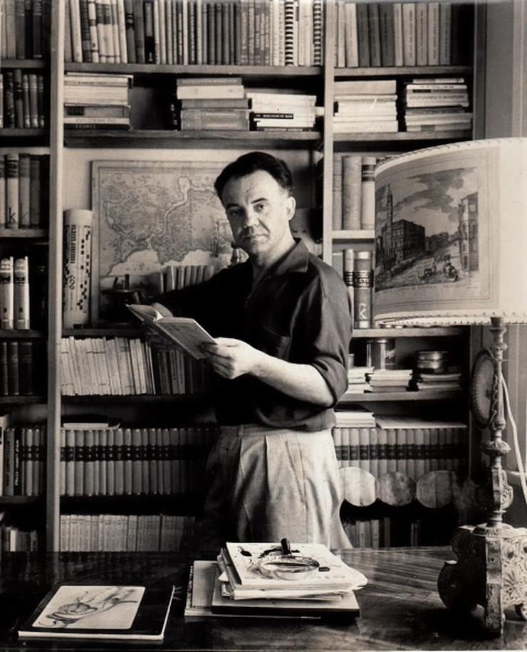 Miodrag B Protić u svom stanu-ateljeu u Beogradu, Lole Ribara 35, oko 1960