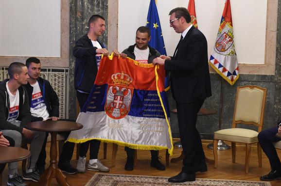 Vučć sa Srbima sa KiM
