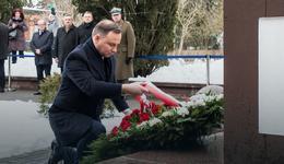 Prezydent RP Andrzej Duda złożył wieniec pod pomnikiem Romualda Traugutta w Ciechocinku