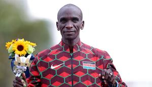 SAPPORO, JAPAN - AUGUST 08: Gold medalist Eliud Kipchoge of Team Kenya poses during the flower ceremony for the Men's Marathon Final on day sixteen of the Tokyo 2020 Olympic Games at Sapporo Odori Park on August 08, 2021 in Sapporo, Japan. (Photo by Lintao Zhang/Getty Images)