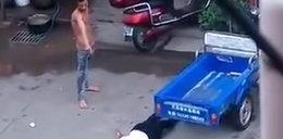 Katował żonęna ulicy. Skopali go przechodnie. WIDEO