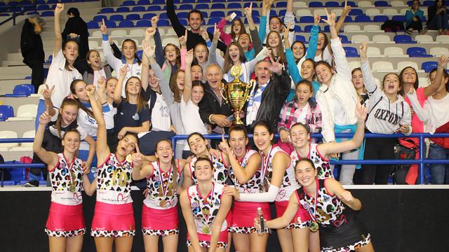 Odbojkašice Vizure sa trofejom Superkupa