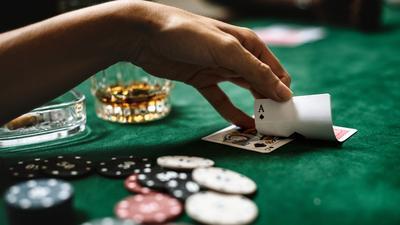 Grasz w nielegalnym kasynie? Nie zdziw się, jak drzwi wyważy policja, a twoje pieniądze przepadną