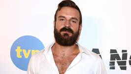 Piotr Stramowski bez brody. Porównał się do Roberta De Niro. Jak wygląda?