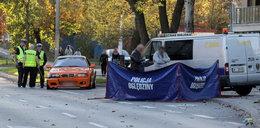 Tragedia na Bielanach. Samochód potrącił mężczyznę, który spacerował z rodziną