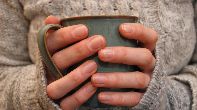 zimne dłonie