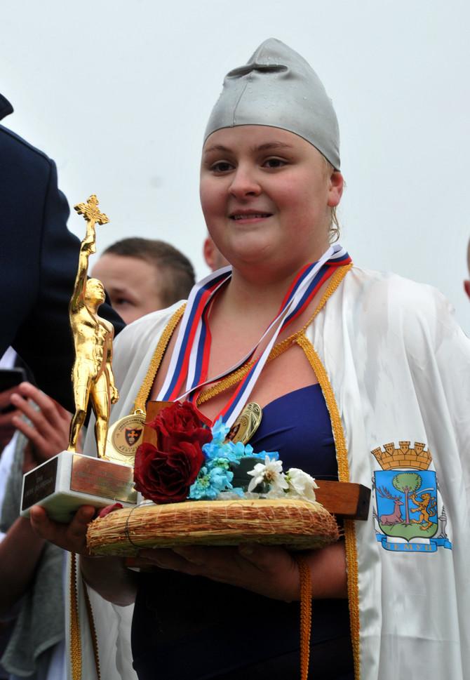 Jovana Leposavić kada je prošle godine uzela bogojavljenski krst
