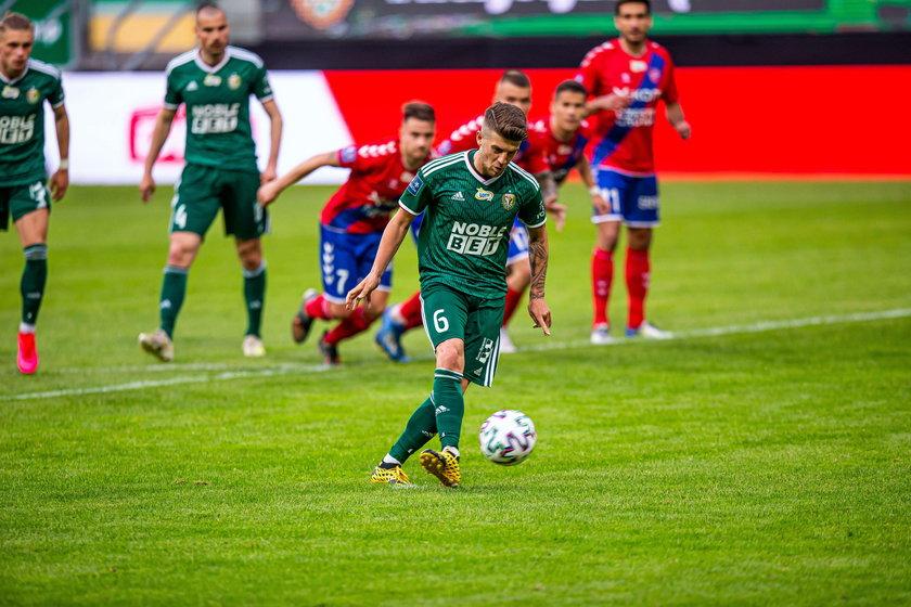 Śląsk chciałby być bardziej polski i bardziej młodzieżowy, ale w zderzeniu z rzeczywistością musi być pragmatyczny, zwłaszcza że ciągle kręci się wokół ligowego podium.