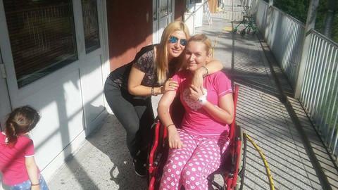 Voditeljka završila u invalidskim kolicima! FOTO