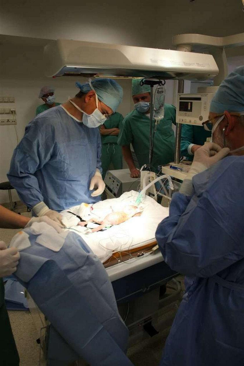 Lekarze naprawili serduszko Areczkowi