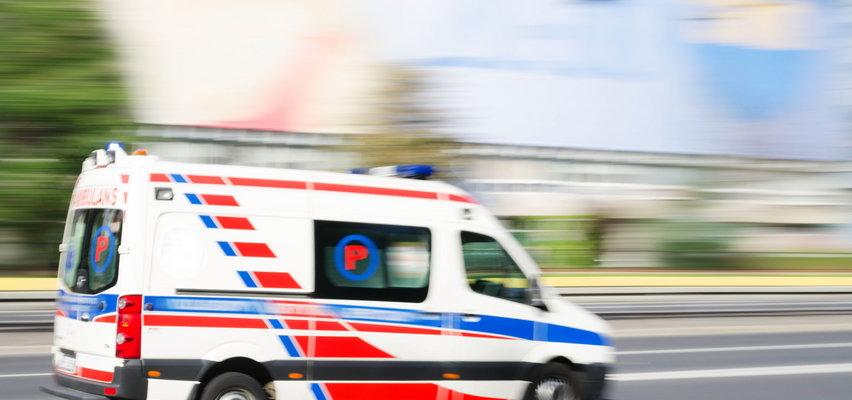 Wypadek w Pomianowo. Samochód uderzył w drzewo. O życie dwuletniej dziewczynki wciąż walczą lekarze!