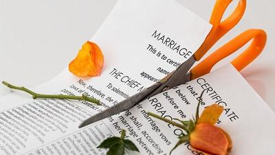 Newly wedded couple divorce 3 minutes after marriage because bride fell down