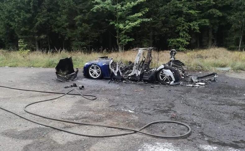 Pożar Tesli pod Wałbrzychem