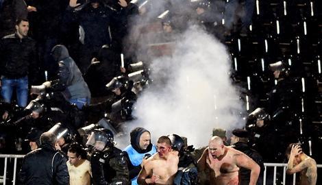 """""""BLIC"""" SAZNAJE Među uhapšenima posle brutalne tuče na derbiju i Hrvati!"""