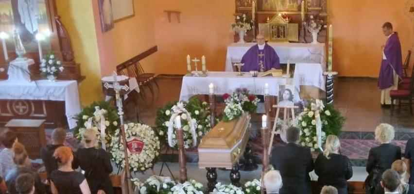 """Ksiądz na pogrzebie 18-letniej Magdy: """"Pożądliwość rodzi grzech"""""""