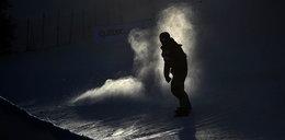 Wypadek snowboardzisty. Zderzył się z autobusem