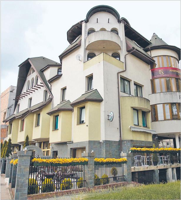 Mimo nakazu rozbiórki budynek nadal funkcjonuje. Mało tego, dobudowywane są kolejne pomieszczenia Fot. Wojciech Górski