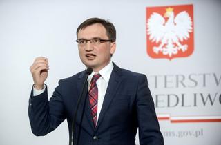 Prokuratorzy skarżą się do Strasburga za przeniesienie na niższe stanowiska