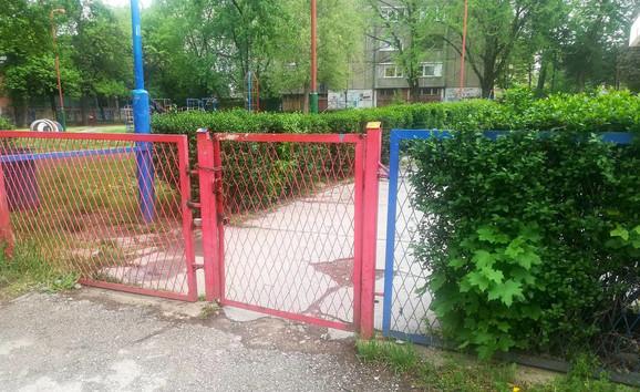 Druga kapiaj na ogradi bila je zaključana