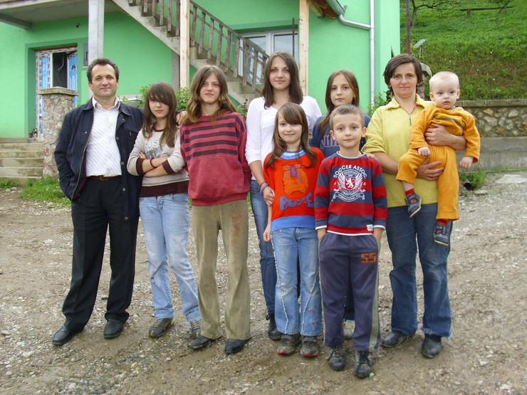 106273_bajina-basta01-porodica-foto-jugoslav-trijic