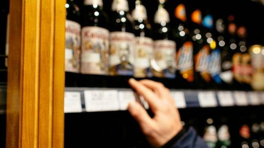 Koronawirus. Częściowy zakaz sprzedaży alkoholu w Walii