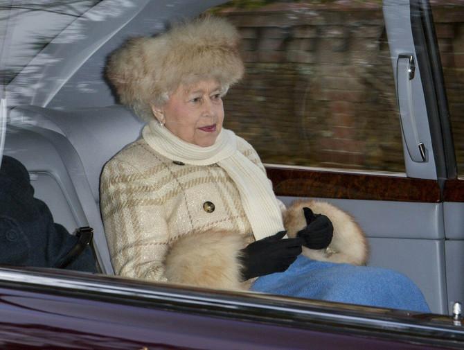 Kraljica ne kreće bez ćebenceta