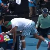 OVO SE NE VIĐA SVAKI DAN Devojčica koja skuplja lopte umalo POVREDILA Sandgrena, Federer gledao Amerikanca kako hramlje! /VIDEO/