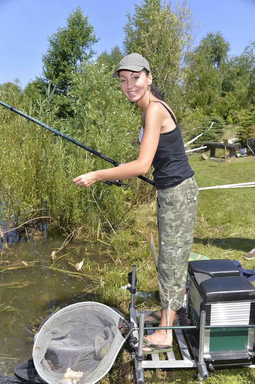 Jolanta Mrotek na zawodach aktorów w łowieniu ryb