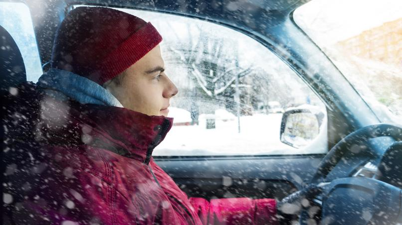 Mit Winterjacke Auto fahren ist gefährlich