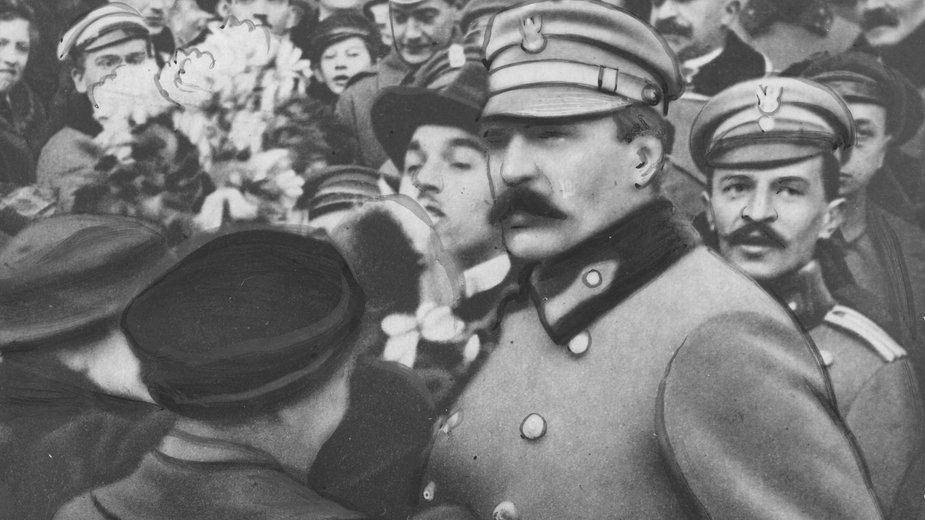 Józef Piłsudski na Dworcu Wiedeńskim w Warszawie w 1916 r.