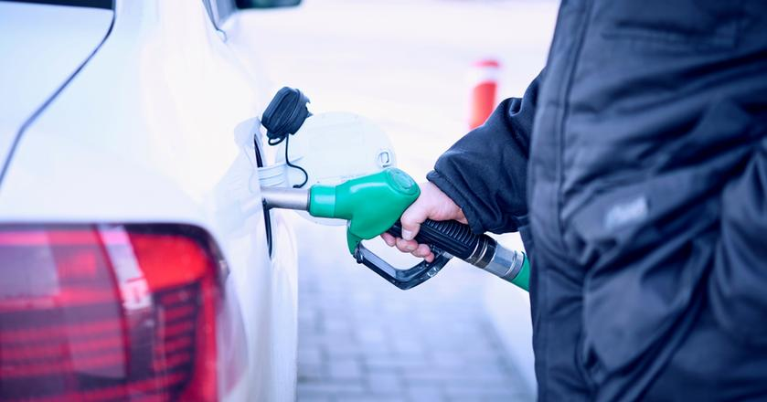 Najnowsze prognozy analityków dająnadzieję na brak podwyżek cen paliw w okresie przedświątecznym
