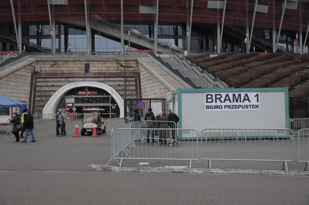 Stadion PGE Narodowy . Pierwszy dzien szczepien seniorow przeciw covid .