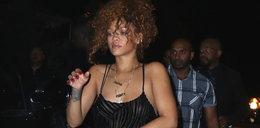 Półnaga Rihanna w sukience we wzór zebry