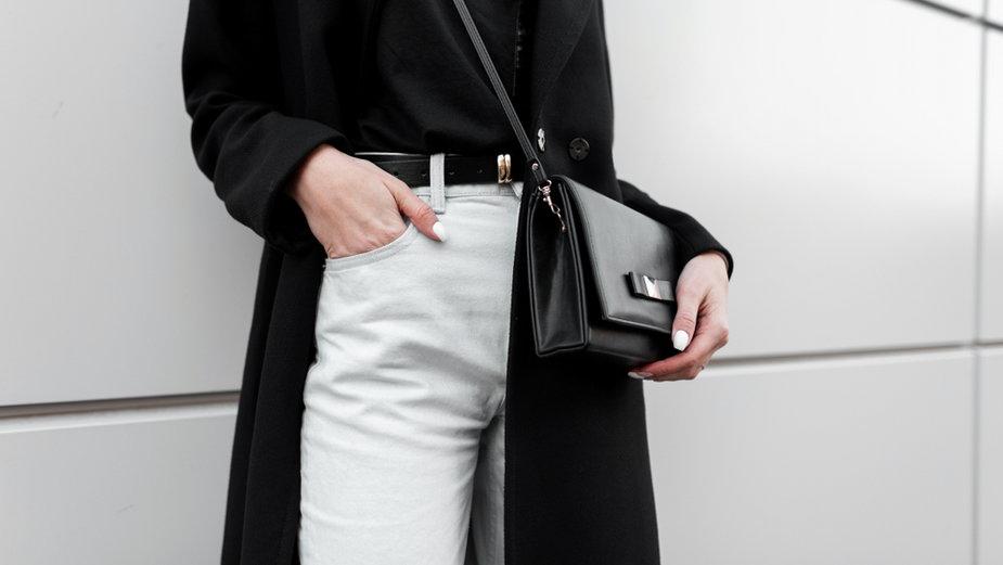 Białe spodnie trendem na lato 2020