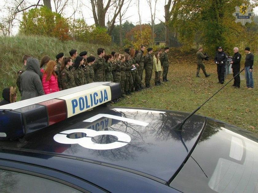 Uczniowie z klasy mundurowej liceum w Lęborku mieli zajęcia na wojskowej strzelnicy