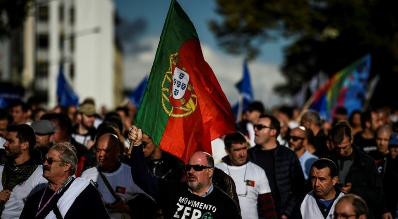 Portugal police march for better wages