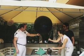 PEVAČ I MANEKENKA OTKRILI POL DETETA Leona povukla kanap, pa ispali baloni