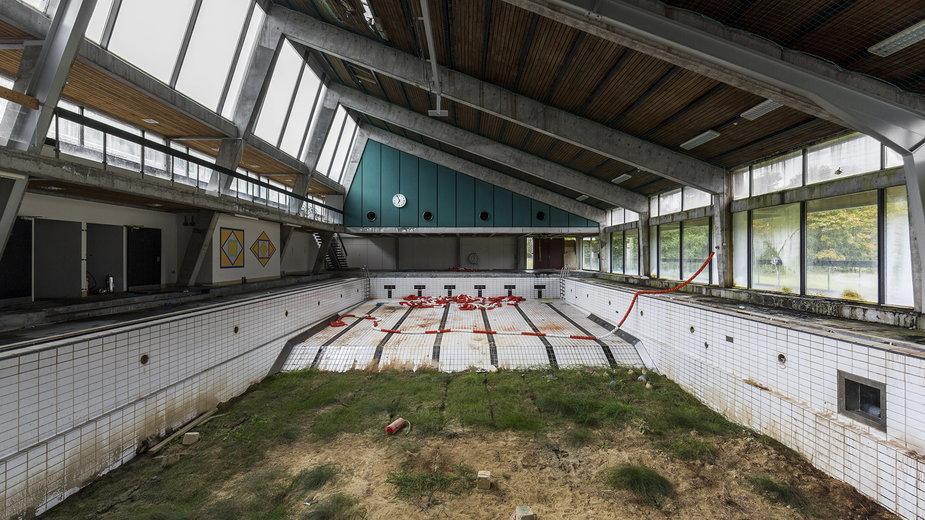 """""""Naturalia II"""". Basen w belgijskiej miejscowości Piscine"""